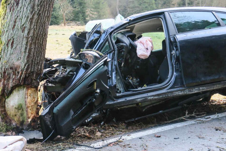 Der Fahrer des Seat verstarb noch an der Unfallstelle.