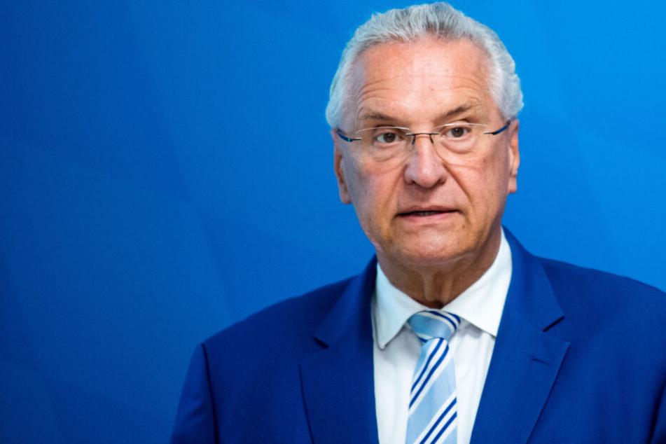 Bayerns Innenminister Joachim Herrmann (63, CSU) stellt sich vor Grünen-Politiker und fordert härtere Strafen bei Morddrohungen.