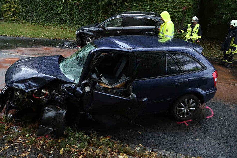 Am Mazda entstand ein Totalschaden.
