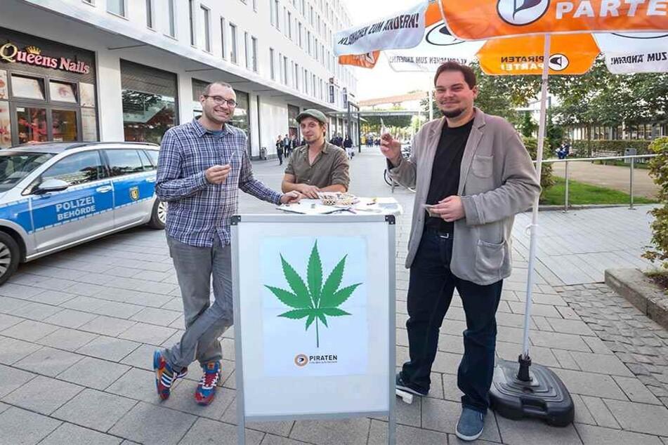"Warben mit ""Joint"" für legales Cannabis: (v.l.) Robert Lutz, Christian Neubauer, Toni Rotter."