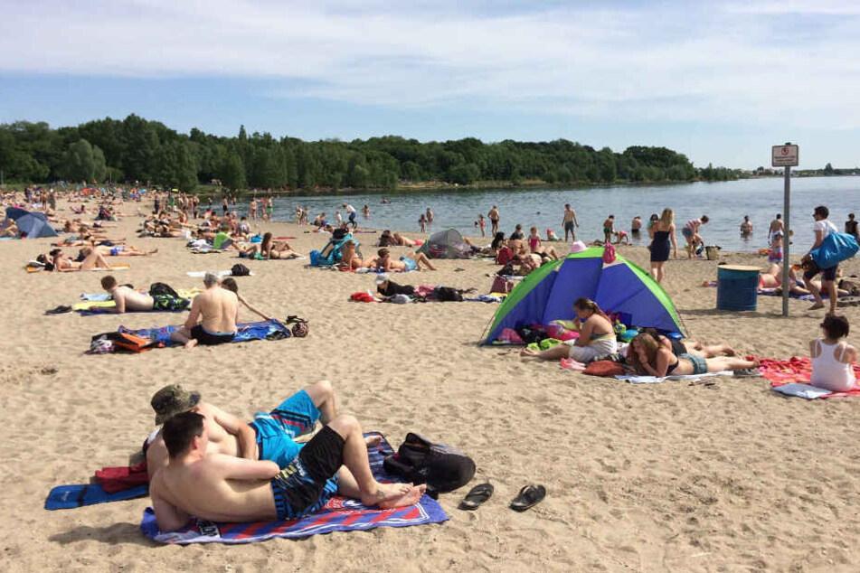 Zahlreiche Badegäste strömen im Sommer an Cossi und Co.