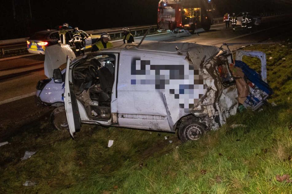 Der Lieferwagen überschlug sich mehrmals, der Fahrer kam mit leichten Verletzungen davon.