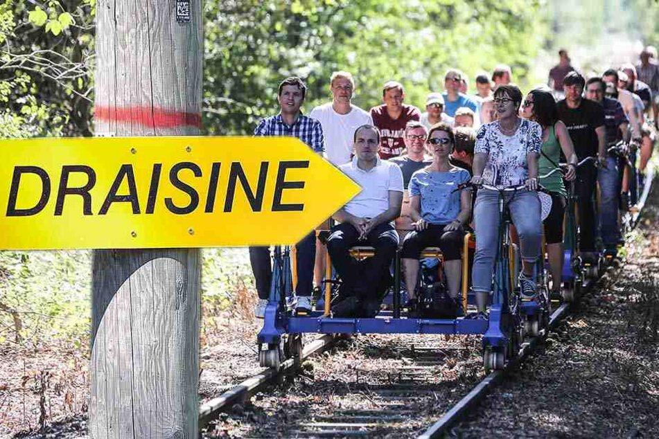Wandern auf Schienen: Mit der Draisine durch den Karswald!