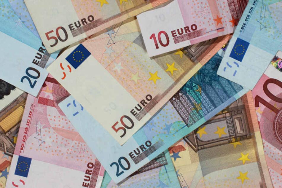 Im Umschlag waren 1200 Euro in verschiedenen Scheinen. (Symbolbild)
