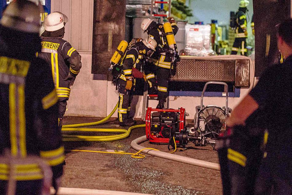 Die Feuerwehrmänner hatten den Brand schnell im Griff.