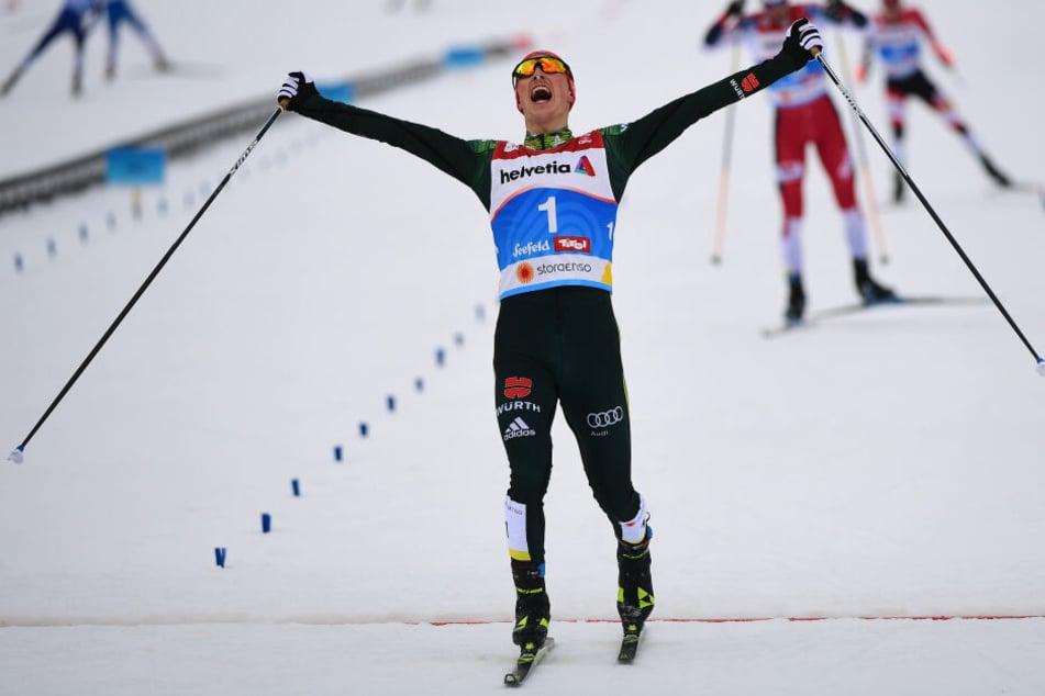 Eric Frenzel aus Deutschland jubelt im Ziel über seinen Sieg.