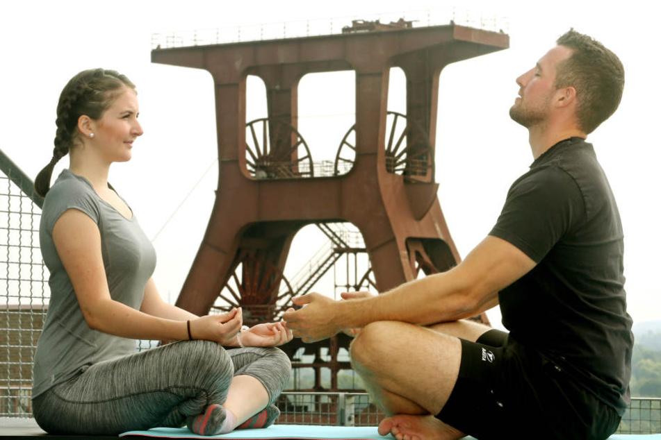 Tiefenerfahrung: Im Lotussitz meditieren, auf die eigene Atmung achten, loslassen ...