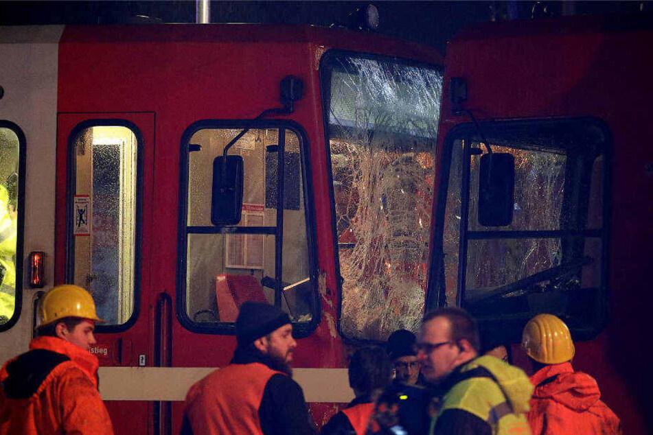 An der Haltestelle Eifelwall war ein angetrunkener Fahrer mit seiner Straßenbahn auf eine andere aufgefahren.