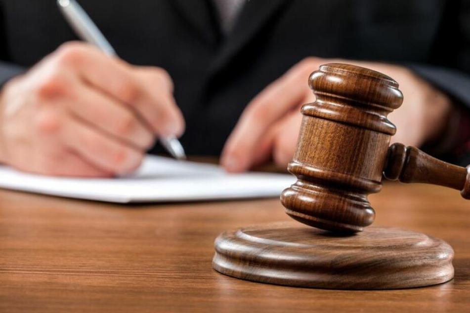 Das Gericht prüft nun die Klage der 29-Jährigen. (Symbolbild)