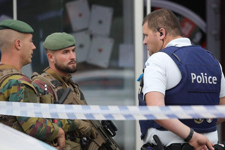 Dutzende Polizisten waren im Einsaz. Erst durch Schüsse ließ sich der Mann aufhalten.