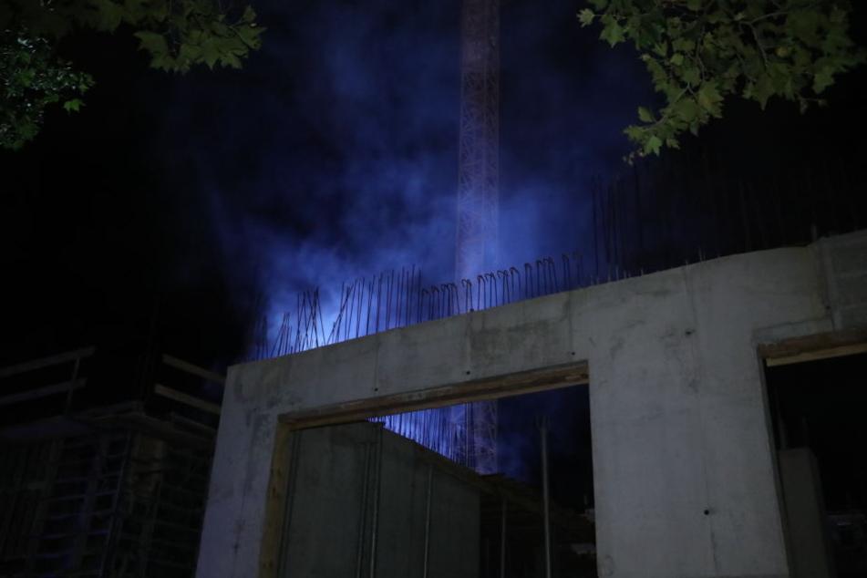 Rauch zog über die Innenstadt-Baustelle neben der Altmarkt-Galerie