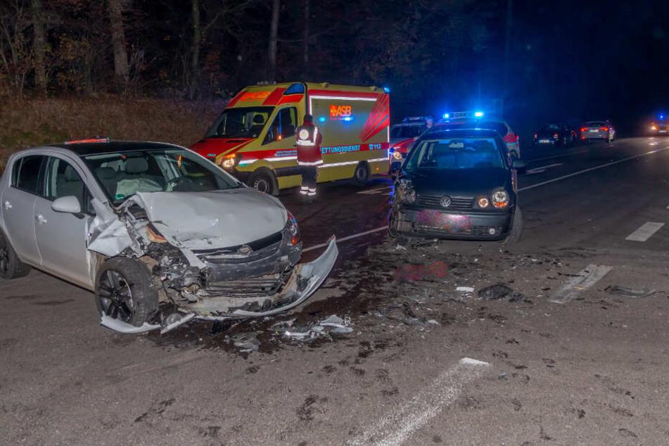 32-Jähriger übersieht beim Abbiegen Auto: Frau schwer verletzt