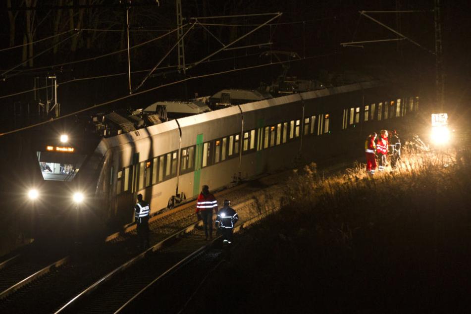Der Zug hatte den Mann am Abend erfasst.