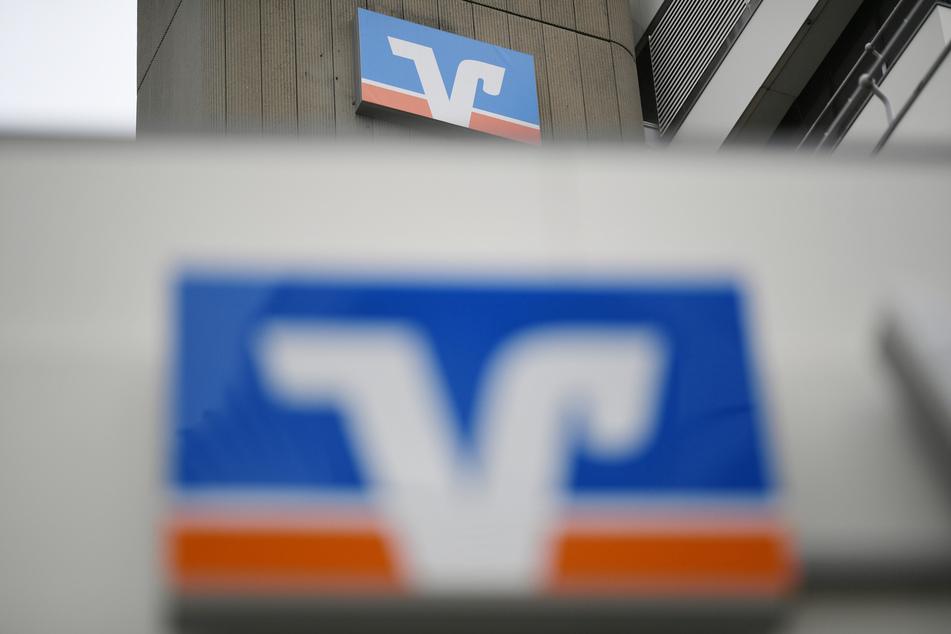 Ein Geldbote wurde am Dienstagmorgen in Berlin überfallen, als er mit einem Geldkoffer aus der Volksbank an der Detmolder Straße kam (Symbolbild).