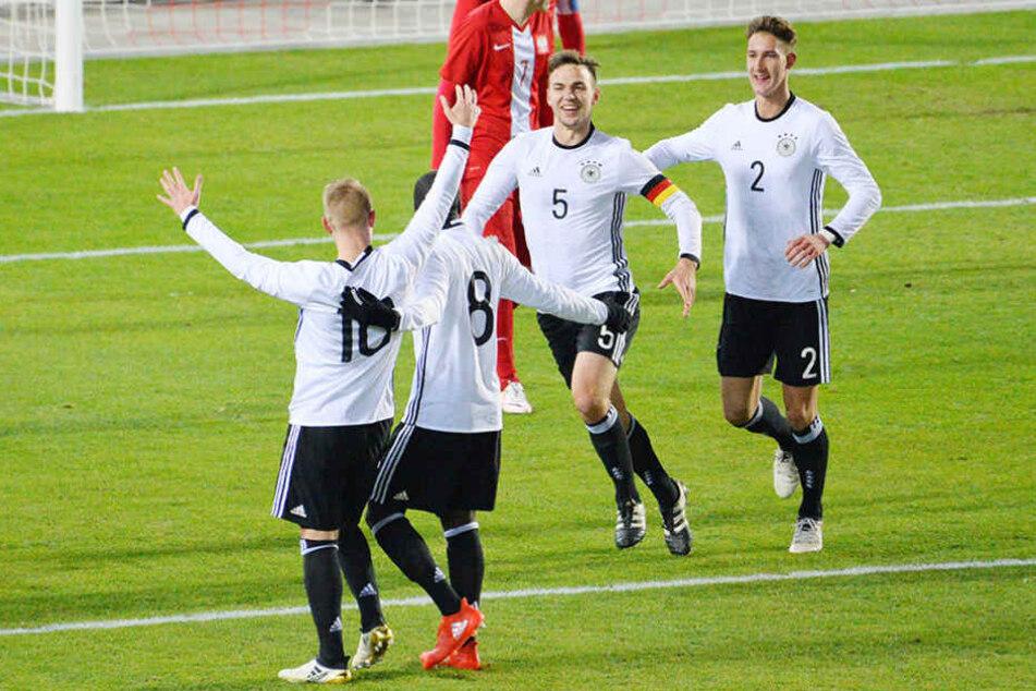 Fühlten sich wohl im brandneuen Zwickauer Stadion: Die DFB-U20-Spieler.