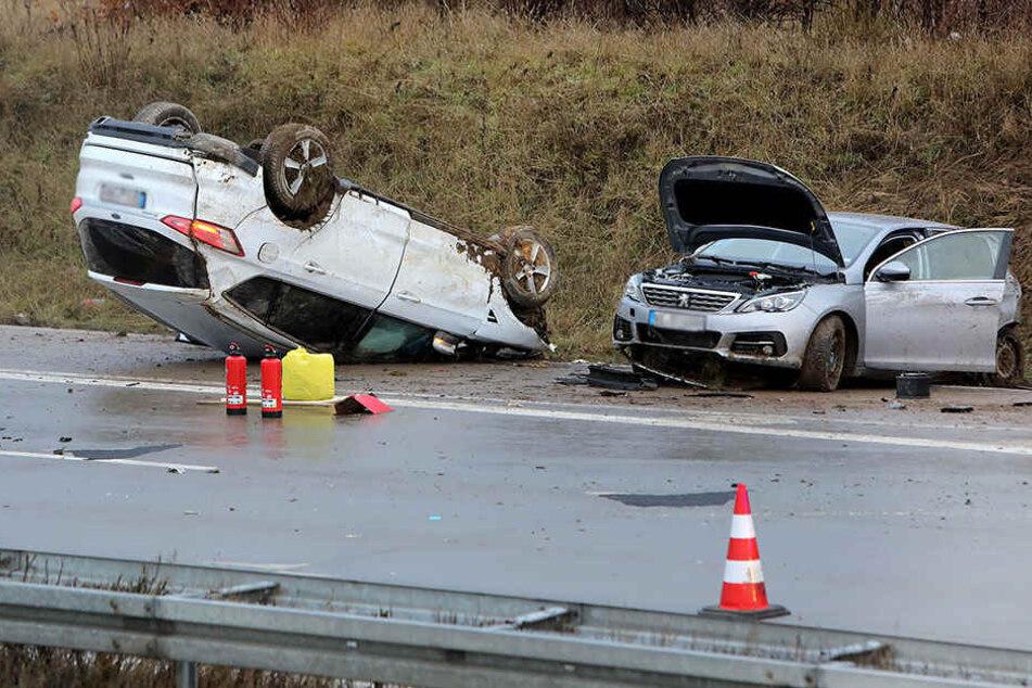 Vollsperrung! Heftiger Crash auf A4 mit fünf Schwerverletzten