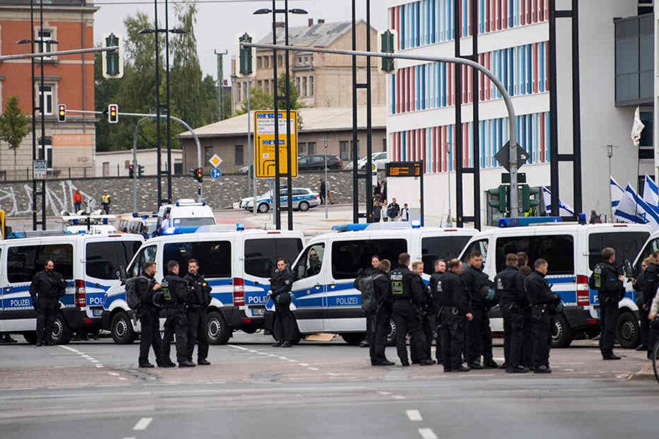 An vielen Punkten in der Stadt sind zahlreiche Polizisten im Einsatz.