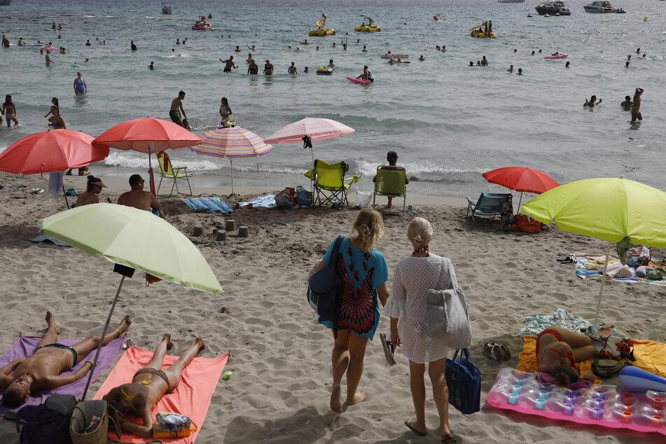 Strände in Spanien waren auch am Wochenende trotz Einstufung zum Hochinzidenzgebiet gut besucht.
