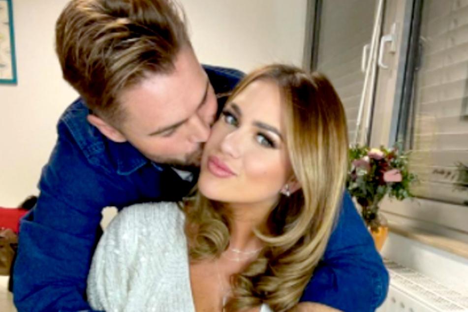Jessica Paszka (30) und Johannes Haller (32) haben sich verlobt.