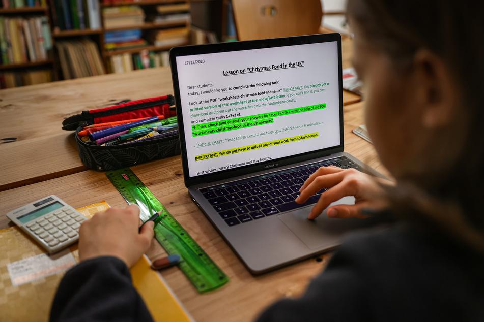 Es gebe auch erste Anhaltspunkte dafür, dass die Effekte der späteren Schulschließungen ab Winter nicht zwangsläufig ebenso drastisch ausfallen müssen: Inzwischen habe sich die Online-Lehre vielerorts verbessert.