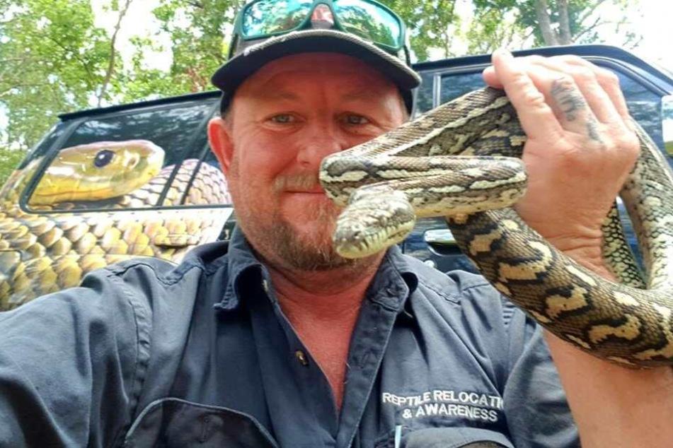 Tony Harrison ist seit 26 Jahren professioneller Schlangenfänger an der Goldküste in Australien.