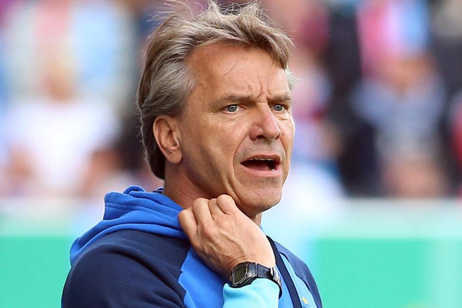 Trainer Horst Steffen war sauer über den Zustand vom Platz.