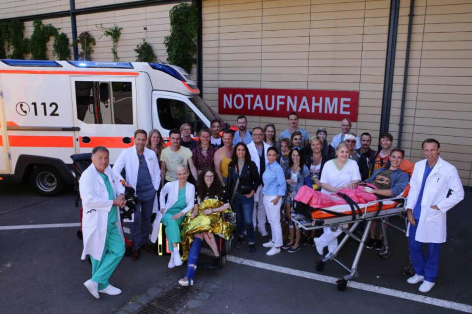 In aller Freundschaft wird 20! In der Jubiläumsfolge ist die Sachsenklinik gefragt wie nie: Hunderte Patienten sind nach einer Massenpanik auf einem Festival verletzt.
