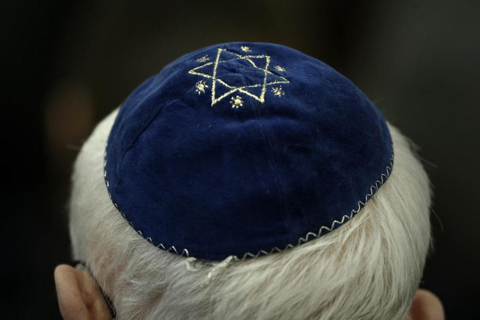 Einem Mann jüdischen Glaubens wurde in Zeitz eine Bierflasche auf dem Kopf zerschlagen. (Symbolbild)
