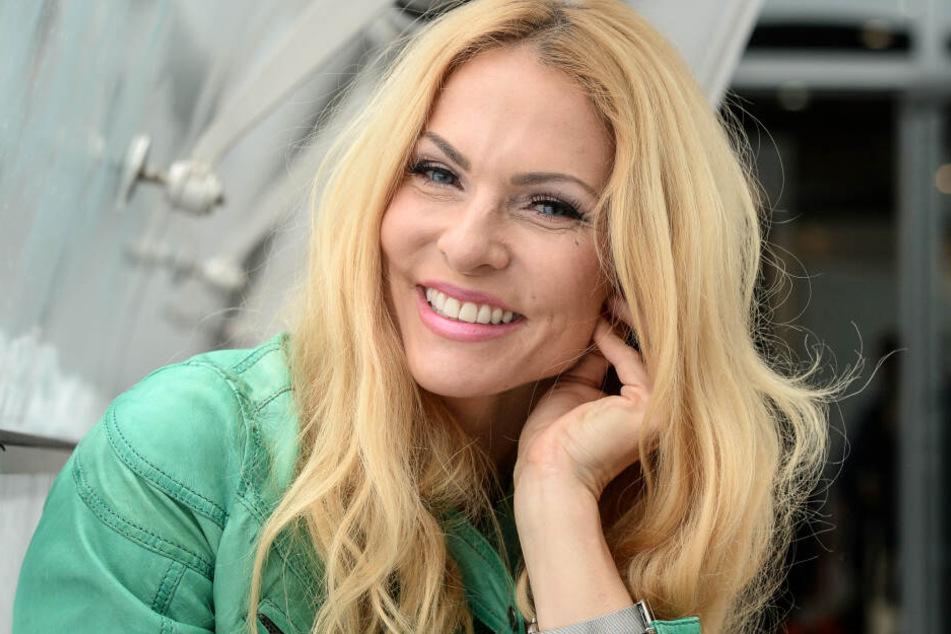 Sonya Kraus ist als fröhliche TV-Blondine bekannt.
