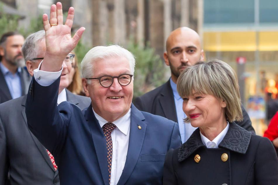 OB Barbara Ludwig (56, SPD) begrüßte Bundespräsident Frank-Walter Steinmeier (62, SPD) vor dem Rathaus.