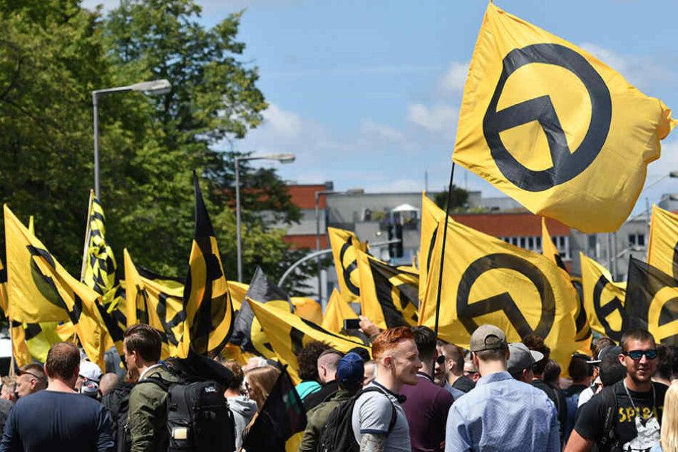 """Mitglieder der Bewegung fühlen sich vor allem von einer """"Islamisierung"""" bedroht. (Symbolbild)"""