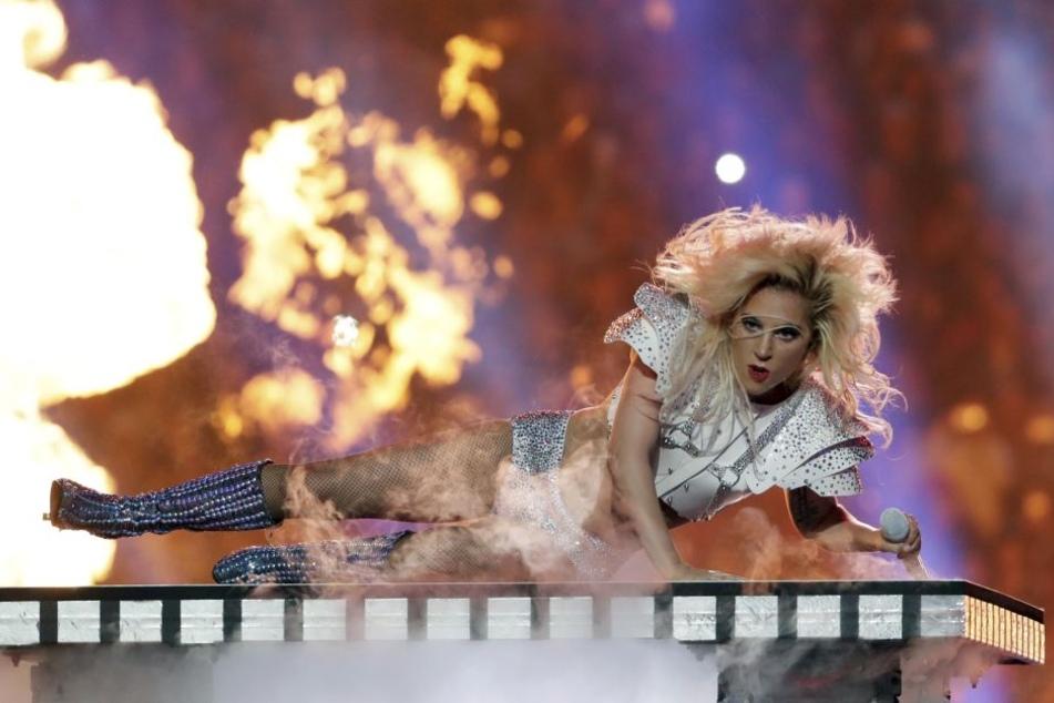 Feurig: Lady Gaga legte wie gewohnt eine Show mit viel Effektfeuerwerk hin - die Fans waren begeistert.