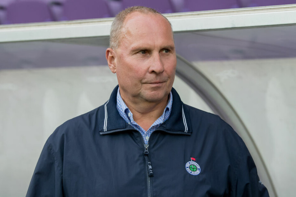 Der DFB ermittelt gegen Aue-Boss Helge Leonhardt.