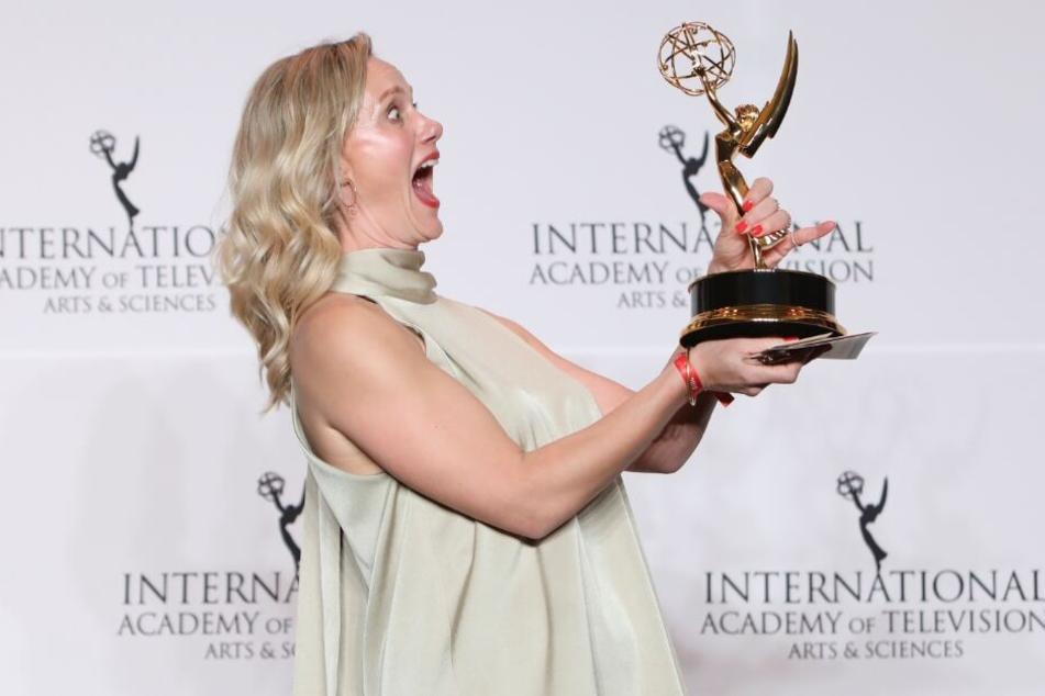 """Für ihre Verkörperung der Komikerin Gaby Köster in """"Ein Schnupfen hätte auch gereicht"""" erhielt Anna Schudt den Emmy als beste Hauptdarstellerin."""