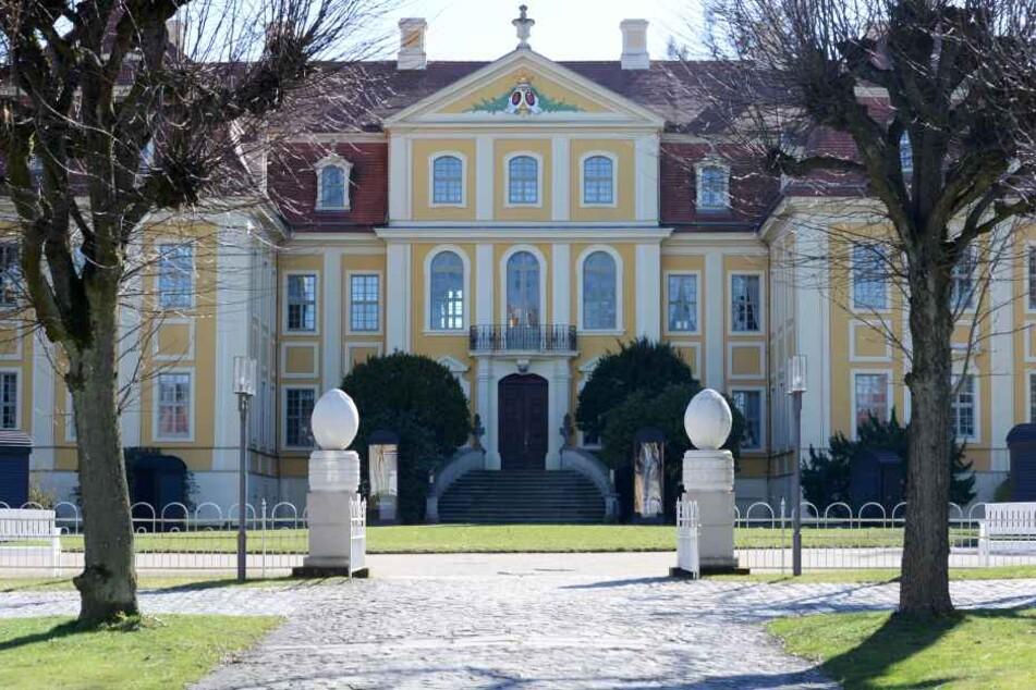 Das Barockschloss Rammenau mit seiner Parkanlage ist ein beliebtes  Ausflugsziel. Es gehört dem Freistaat Sachsen.