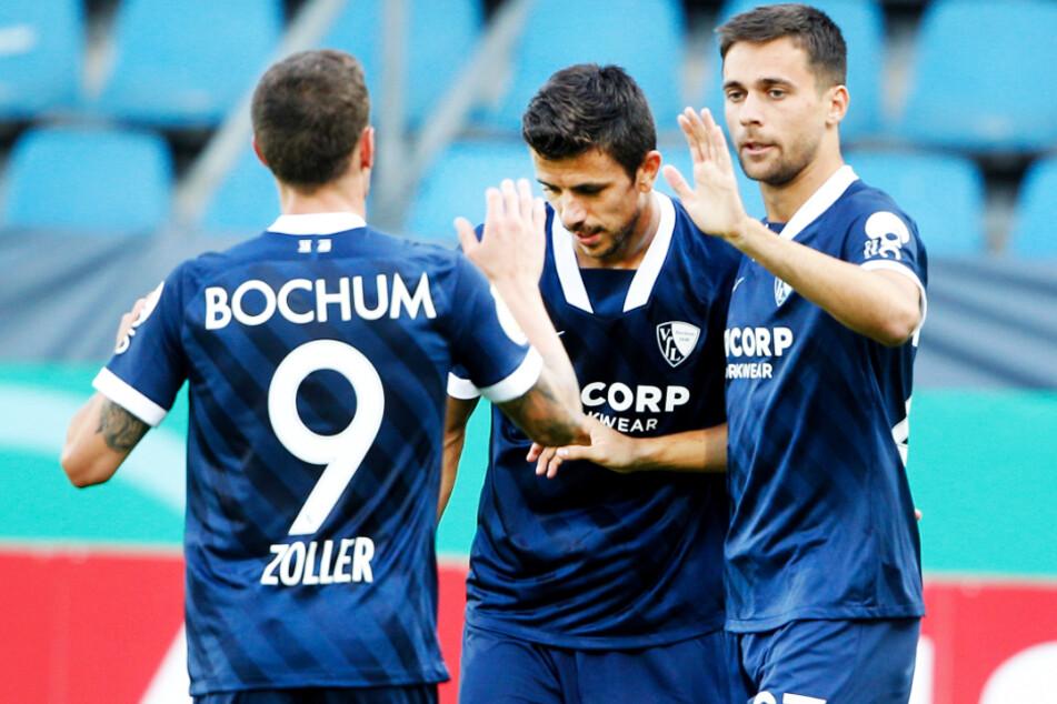 Milos Pantovic (r.), Simon Zoller (l.) und Kapitän Anthony Losilla könnten mit dem VfL Bochum oben angreifen.