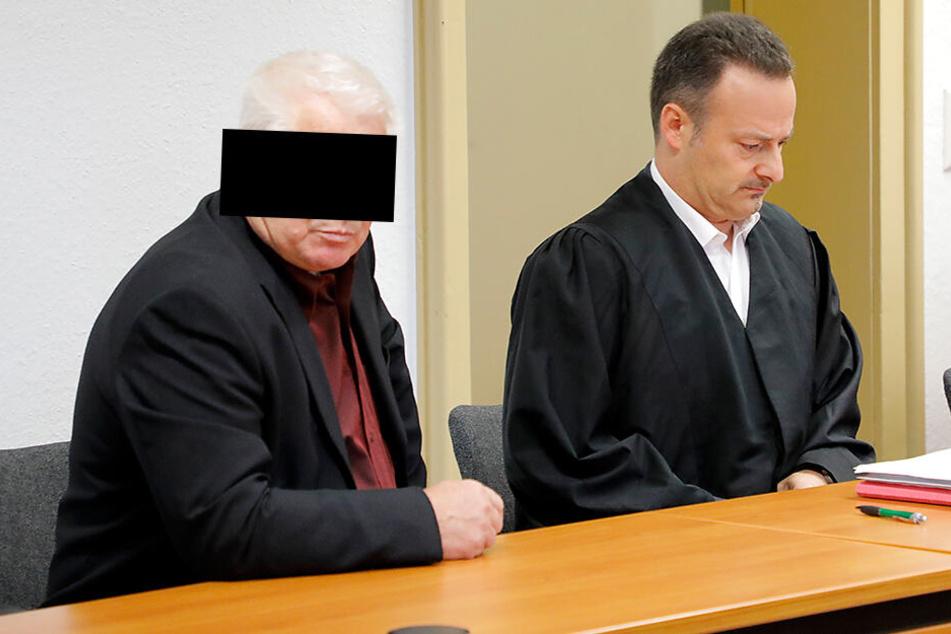 Michael E. (69) saß am Steuer der Mercedes E-Klasse. Weil er links abbog, obwohl das Motorrad heranrauschte, muss er 4800 Euro Geldstrafe zahlen.