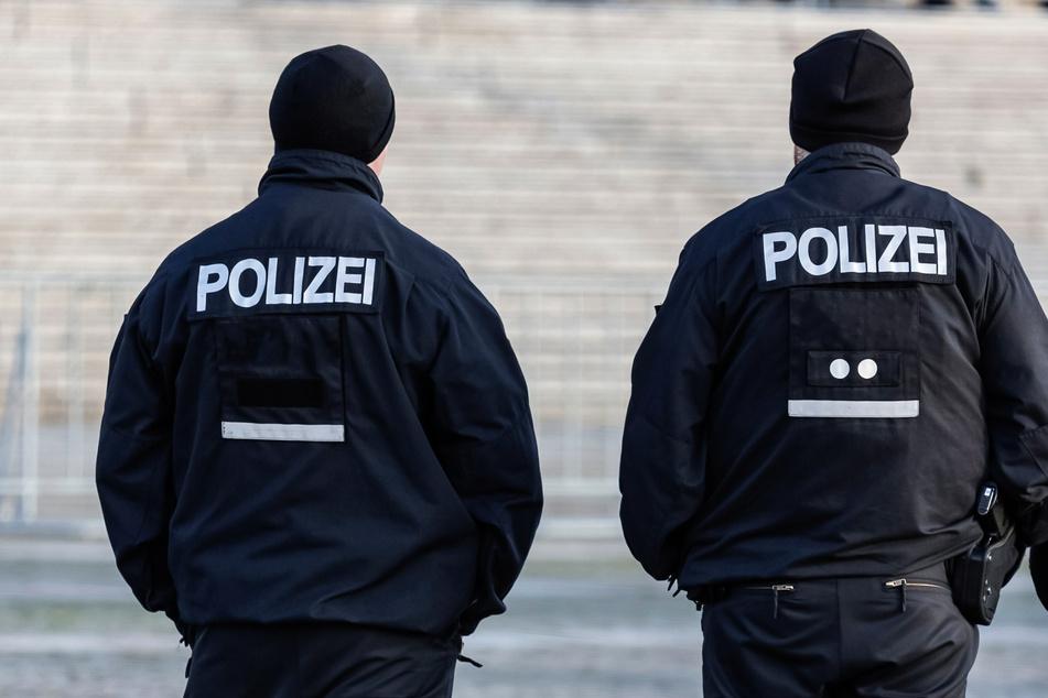 Die Beamten wurden durch den Vorfall nicht verletzt (Symbolbild).