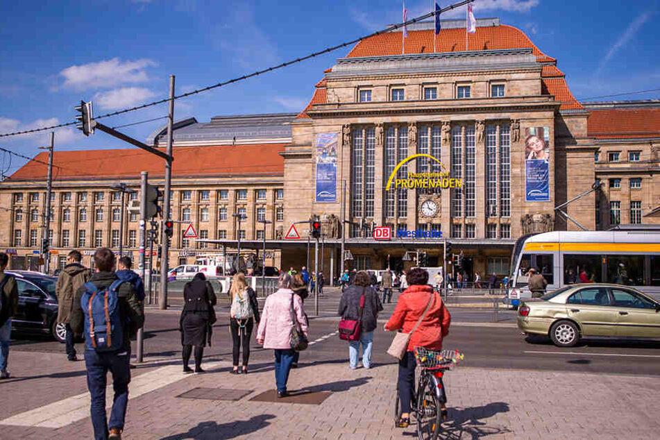 Die Leipziger Linksfraktion stellt die Dauerbeschallung vor dem Leipziger Hauptbahnhof infrage. Sie sieht darin ein Mittel zur Vertreibung von störenden Personen.