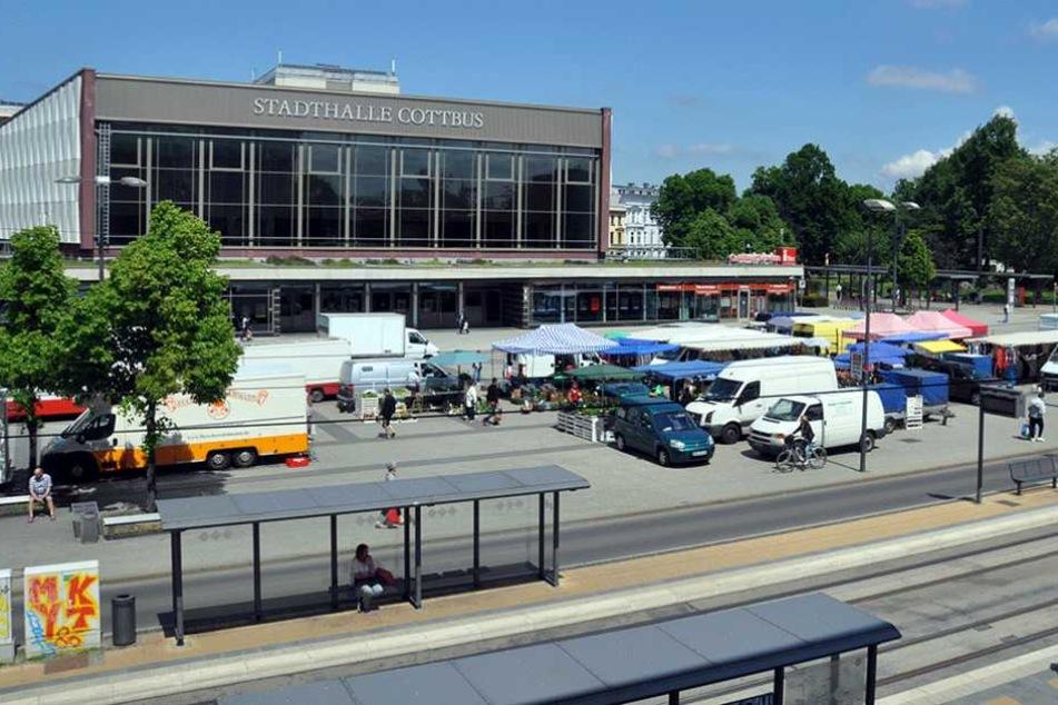 Rund um die Stadthalle in Cottbus darf ab de 1. Juni kein Alkohol mehr getrunken werden.