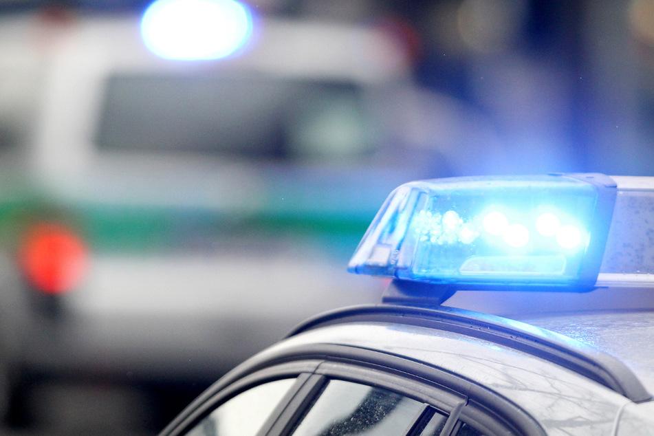 Heftiger Unfall: Probefahrt mit Sportwagen endet an einer Hausfassade
