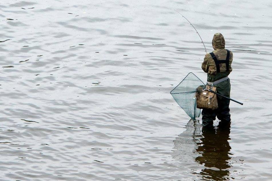 Eins mit der Natur: Angel-Sachse beim Fischen - einer von mehr als 70.000.