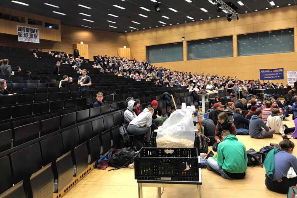 Der geteilte Hörsaal. Protestanten und Lernende in einem Saal