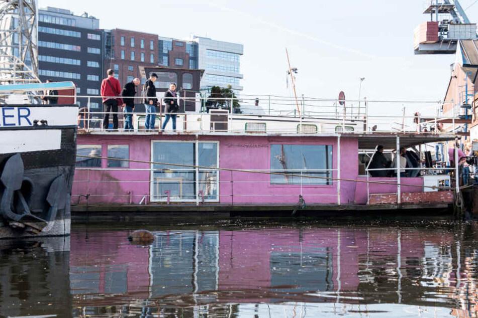 Das Hausboot gehörte Gunter Gabriel. Derzeit wird es umgebaut.