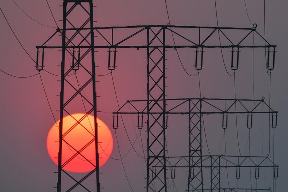 Die Strommasten hatten Sendepause. PG&E schaltete aus Angst vor Waldbränden den Strom ab. (Symbolbild).