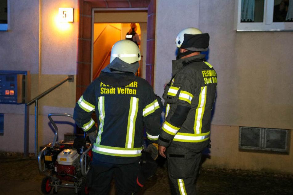 Einsatzkräfte der Feuerwehr Velten sind vor Ort.