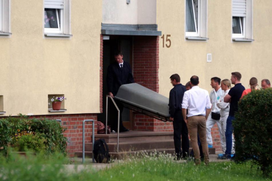 In der Wohnung fanden die Beamten den toten Körper des 47-Jährigen.
