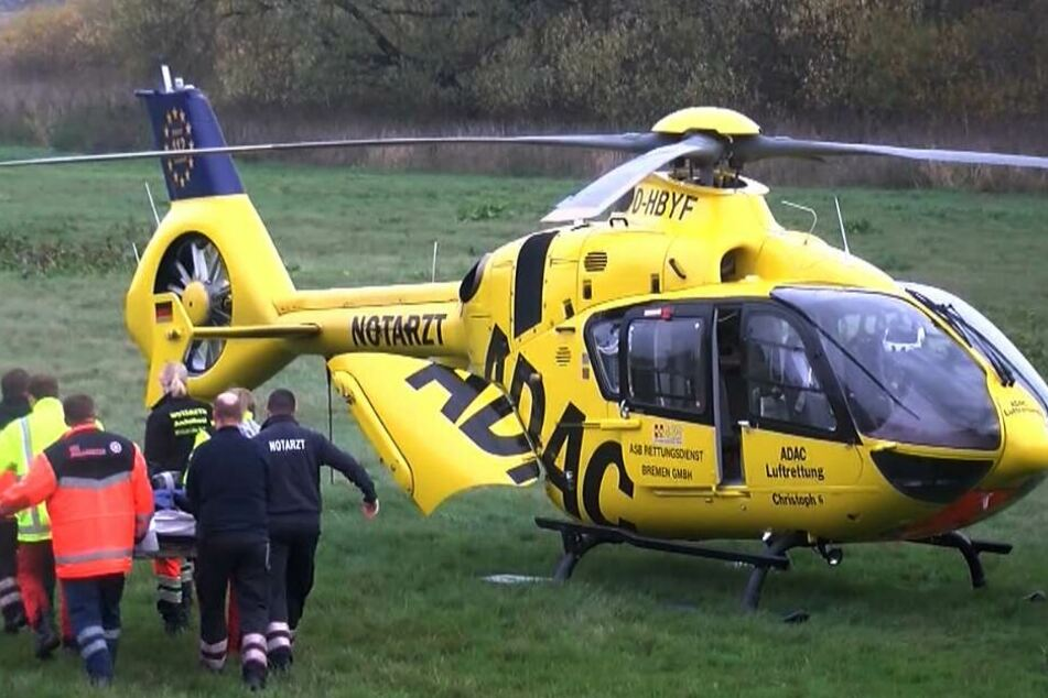 Mit einem Rettungshubschrauber wurde die Mutter in ein Krankenhaus geflogen. (Symbolbild)