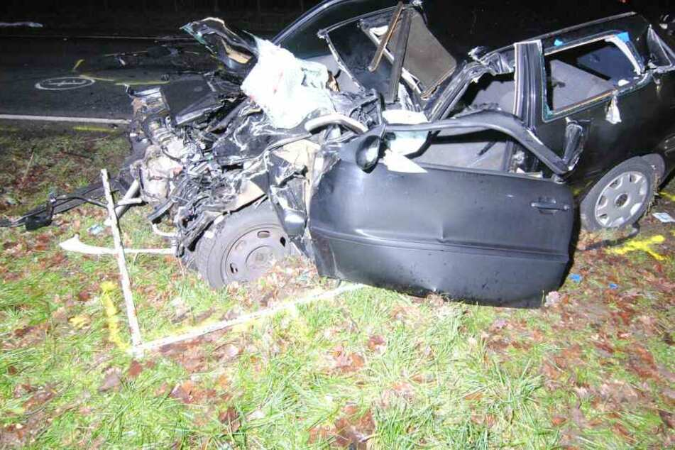 Das Fahrzeug wurde bei dem Crash komplett zerstört.