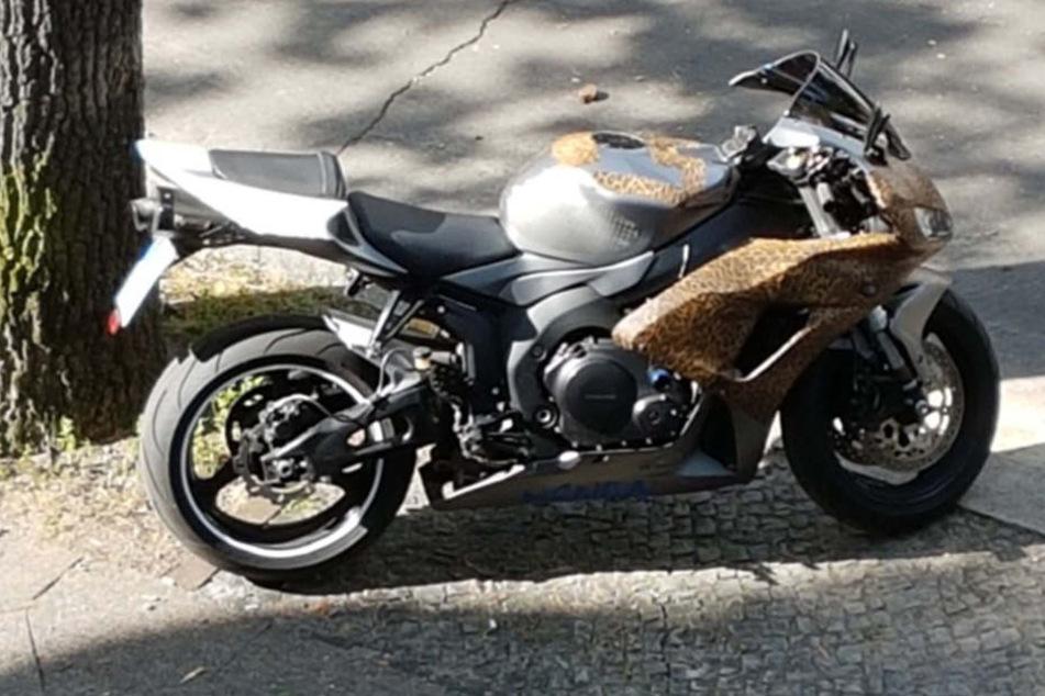 Anfang August sollen zwei Einbrecher mit diesem Motorrad in Westend geflüchtet sein.